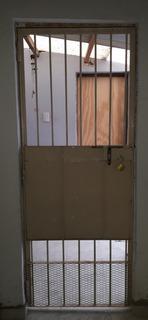 Puerta Reja Hierro Con Mallado Y Chapa