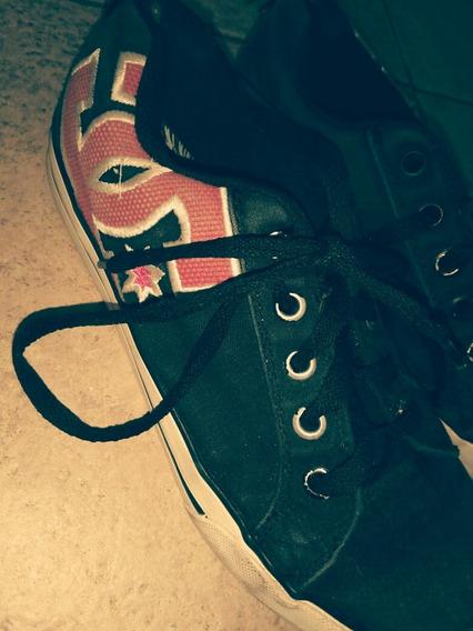Zapatillas Dc Negras Con Marca En Fucsia