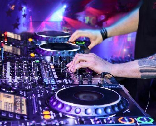 Dj - Festas,casamentos & Eventos-sonorização Florianopolis