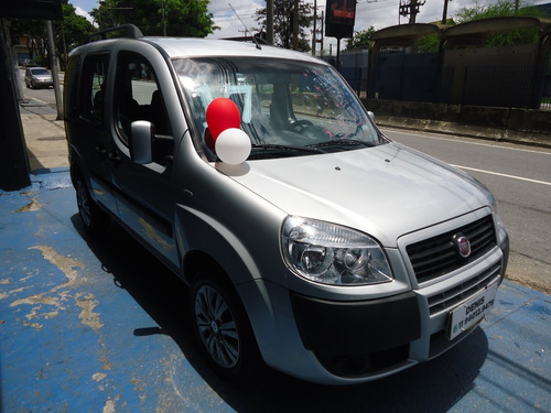 Fiat Doblo 2017 1.8 Flex 7 Lugares Prata