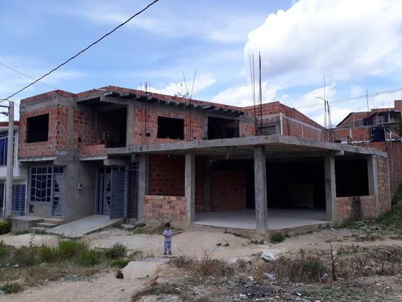 Casa En Venta, Esquinera Y Con Bases Para 4 Pisos