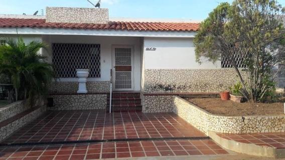 Casas En Venta En Maracaibo, Atgt La Picola Mls.20-427