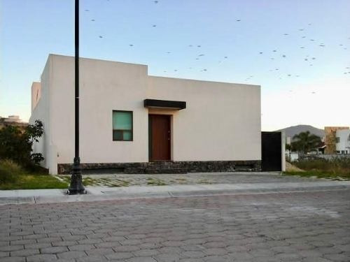 Preciosa Residencia En Pedregal De Vista Hermosa, 3 Recamaras, Estudio, Jardín