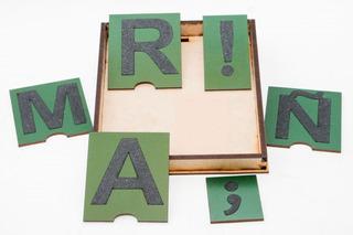 Letras De Lija Montessori + Signos Con Caja Para Arena Madera