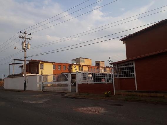 En Venta Town House En Villa Betania, Puerto Ordaz.