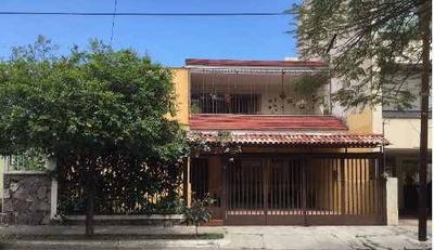 Casa En Venta En Jardines Del Bosque Guadalajara