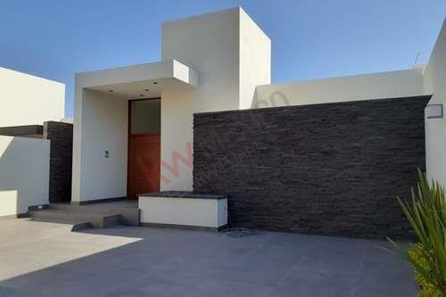 Casa En Preventa En Fraccionamiento Monterra Con Vigilancia Las 24hrs