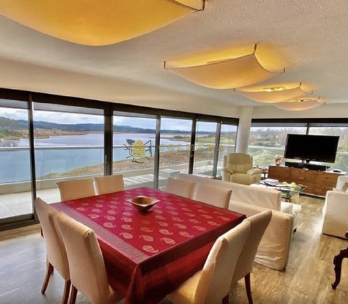 Apartamento Penthouse En Venta Con Vista Tres Dormitorios- Ref: 3221