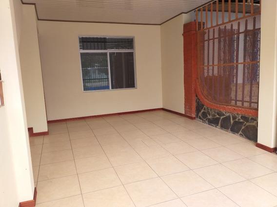 Apartamento: 3 Cuartos, 1 Baño, 1 Sala, 1 Cocina, 1 Cochera