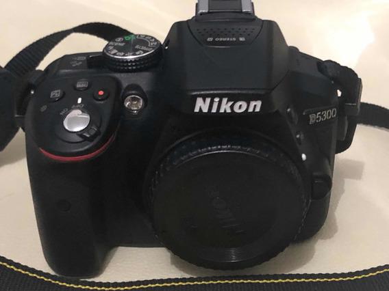 Nikon D5300 (só Corpo) + Flash Circular Sigma