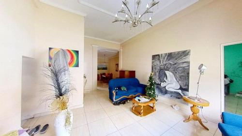 Casa Con Ambientes Amplios En Buena Ubicacion