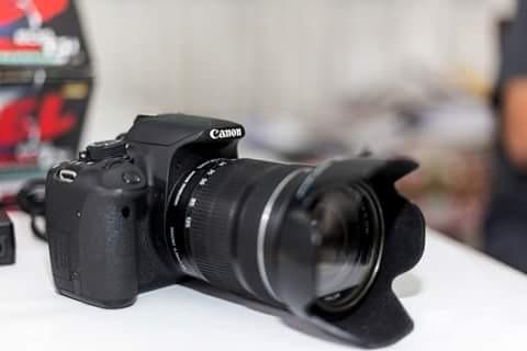 Camera Fotografica Canon. Rebel T5