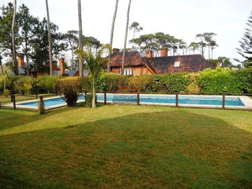 Casa En Mansa, 4 Dormitorios *- Ref: 3360