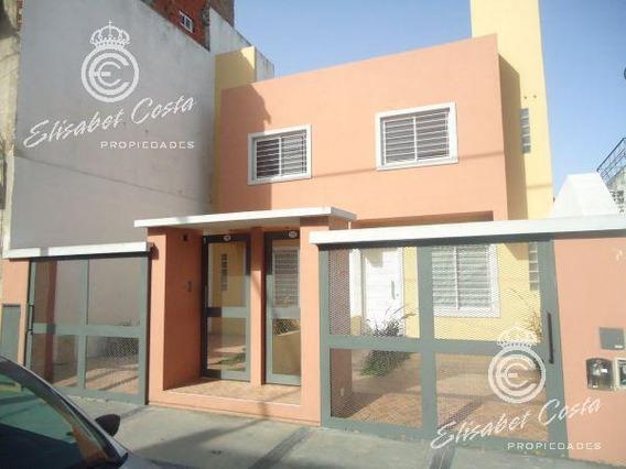 Duplex De 3 Ambientes, Con Espacio Guarda Coche, Fondo Con Parrilla.