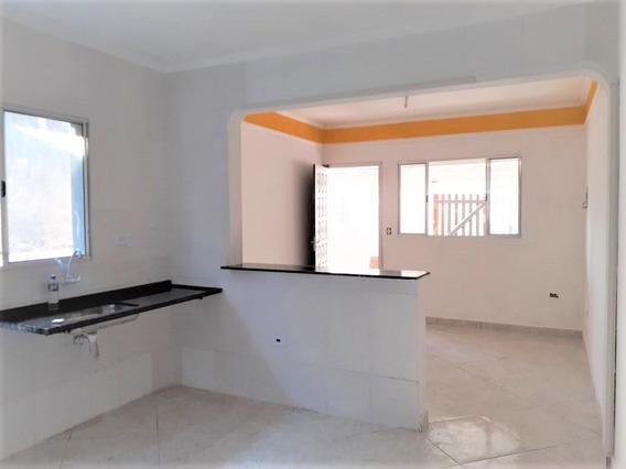 Casa Na Primeira Quadra Com Dois Dormitórios Em Itanhaém
