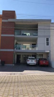 Hermoso Penthouse Con Excelente Ubicación En Rinconada Santa Rita.