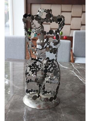 Imagen 1 de 4 de Escultura De Torso De Metal