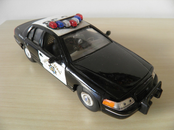 Ford 1999 Crown Victoria - Escala 1/24 - Welly