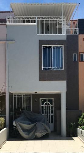 Casa Con Terraza Techada En Venta En Jardines Del Valle