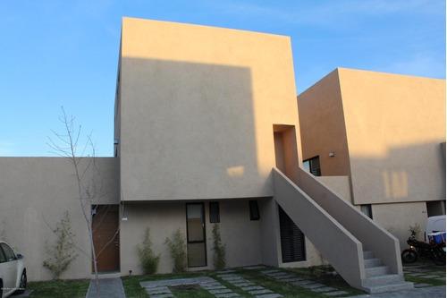 Qh Zakia Duplex En Renta 3 Recamaras Con Amplio Jardin