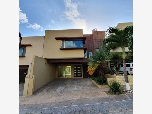 Casa Sola En Venta Residencial Privanzza, Los Laguitos