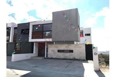 Estrena Hermosa Casa En Lomas De Juriquilla, Muy Iluminada, Espacios Amplios Y Excelentes Acabados.