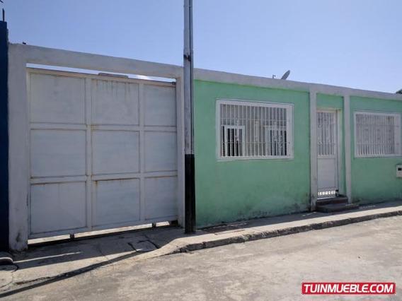 Casa En Venta En Villas Del Centro, San Joaquín 19-12360 Em