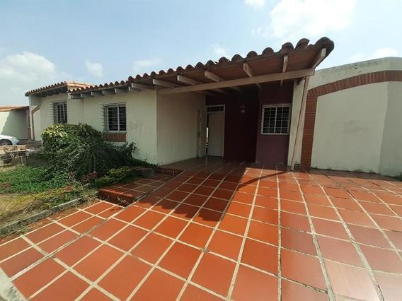 Casa En Alquiler Cabudare 20 18089 J&m 04120580381