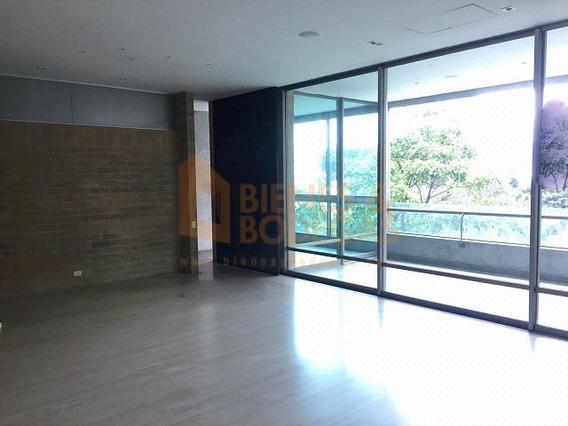 Apartamento En Venta Los Balsos 643-3111
