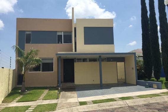 Casa En Venta En Tlajomulco De Zuñiga, Colonia Bosques De Santa Anita