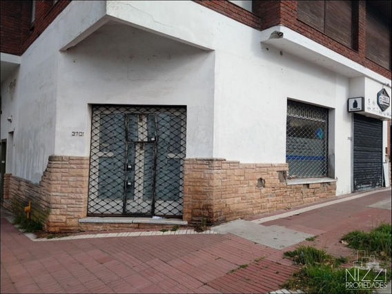 2 Locales En Hipolito Y Quintana, Sin Expensas