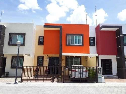 Venta De Casa Seminueva Cerca De Escuelas Y Sams En La Zona Centro En San Juan Del Río