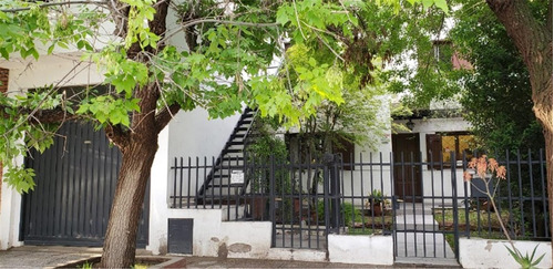 Vendo Casa 170 M2 + Depto. Renta - S, Genoveva - Neuquén