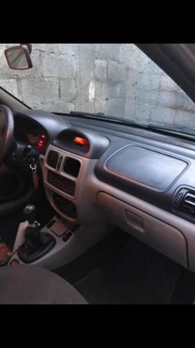 Renault Clio Sedan 2004 1.0 16v Privilège 4p