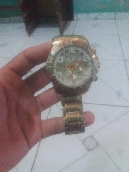 Um Relógio Techons Leganci Série Ouro