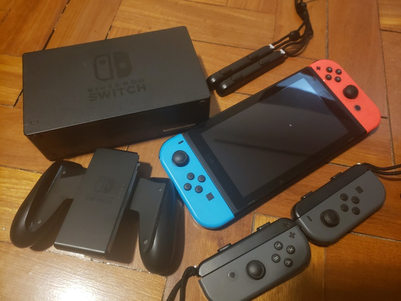 Nintendo Switch Neon - 4 Controles + 7 Jogos