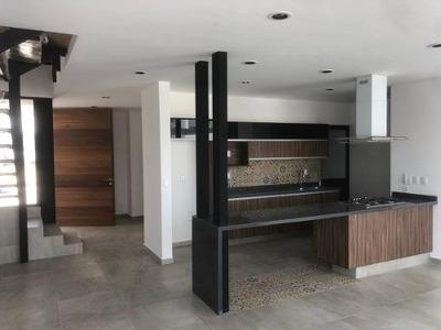 Estrena Casa En El Refugio, Roof Garden, 3 Recamaras, Sala Tv, Jardín, Lujo
