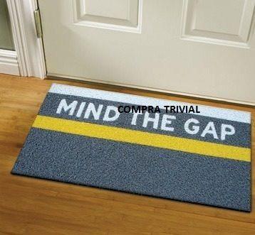 2 Tapetes Capachos Personalizado Mind The Gap - Frete Grátis