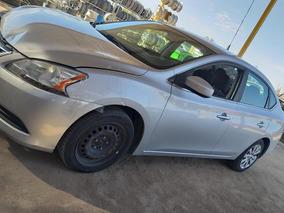 Nissan Sentra 2013. Color Gris. Para Partes
