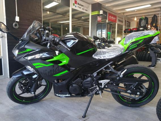 Moto Kawasaki Nija 400