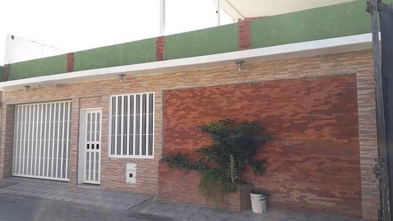 Casa En Venta Av. Principal De Paraparal, Los Guayos Guc-265