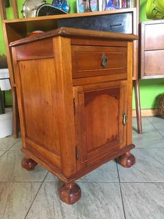 Velador Antiguo Mesa De Luz Retro Vintage En Lingue Rojo