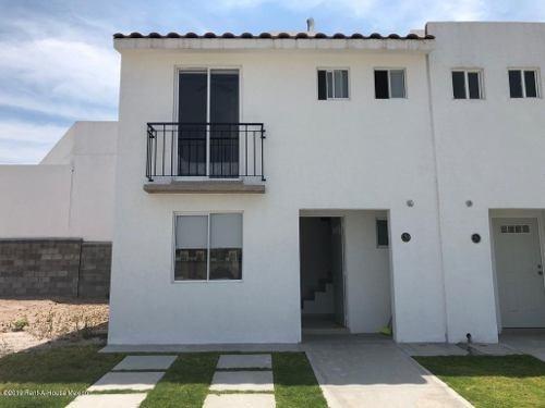 Casa En Venta En Ciudad Del Sol, Queretaro, Rah-mx-19-178