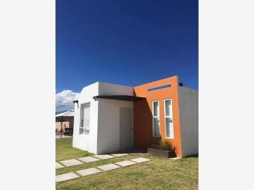 Casa Sola En Venta Bonita Casa Pequeña, En Privada Con Área Verde