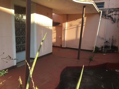 Casa Antiga, 02 Quartos Com Barracão Nos Fundos. - 2438