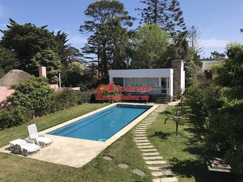 Casa En Mansa 4 Dormitorios Con Piscina Y Barbacoa- Ref: 5471