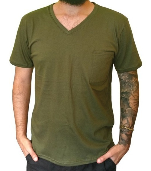 Remera Cuello En V Verde Militar Hombre |de Hoy No Pasa|