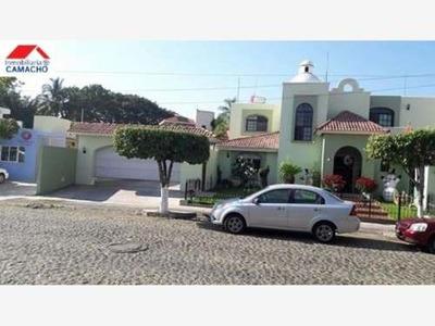 Casa Sola En Venta Venta; Hermosa Casa Con Alberca Y Dos Cocheras; Excelente Ubicación