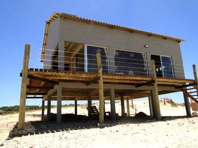 Casa En Pta Del Diablo En Primera Linea En Playa La Viuda
