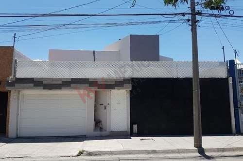 Casa En Venta De 420 M2 De Terreno. Ubicación Ideal Precio De $7,500,000.00